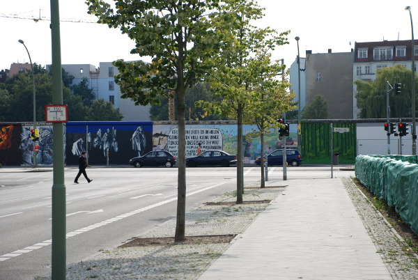 approaching the east side gallery