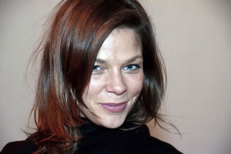 Learn German with the films of actress Jessica Schwarz.